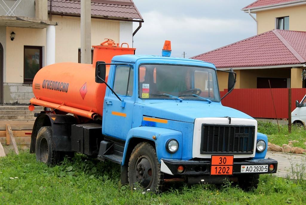 ГАЗ 3306 перевозит огнеопасную смесь