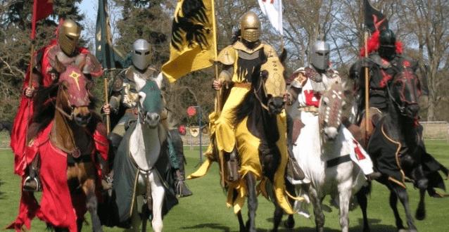 Конные рыцари с флагами