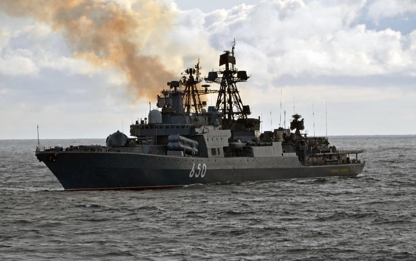 Корабль проекта 1155 в море