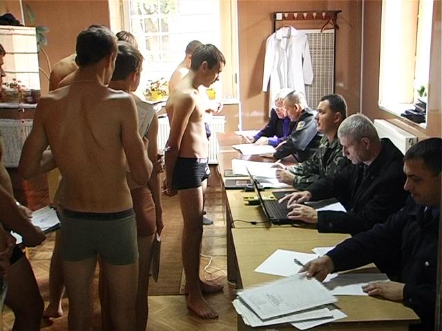 Медосмотр призывников в военкомате
