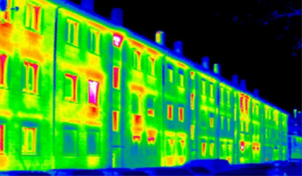 Многоэтажный дом через тепловизор