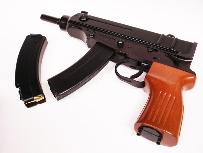 Пистолет-пулемёт «Скорпион» и запасная обойма