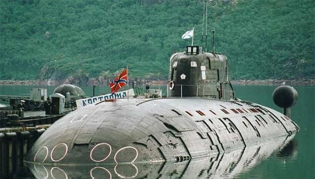 Подводная лодка на причале