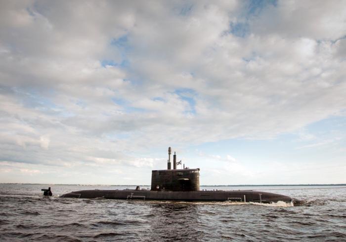 Подводная лодка на рейде