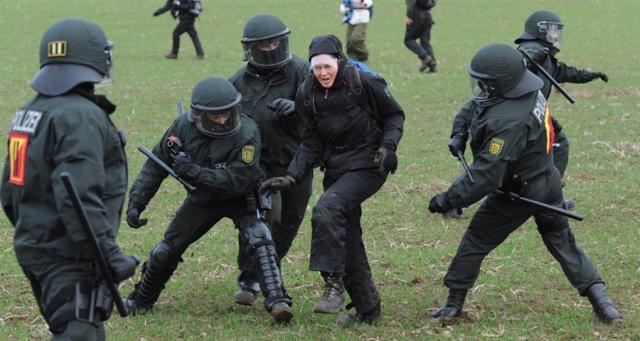 Применение американской полицией AKD-48