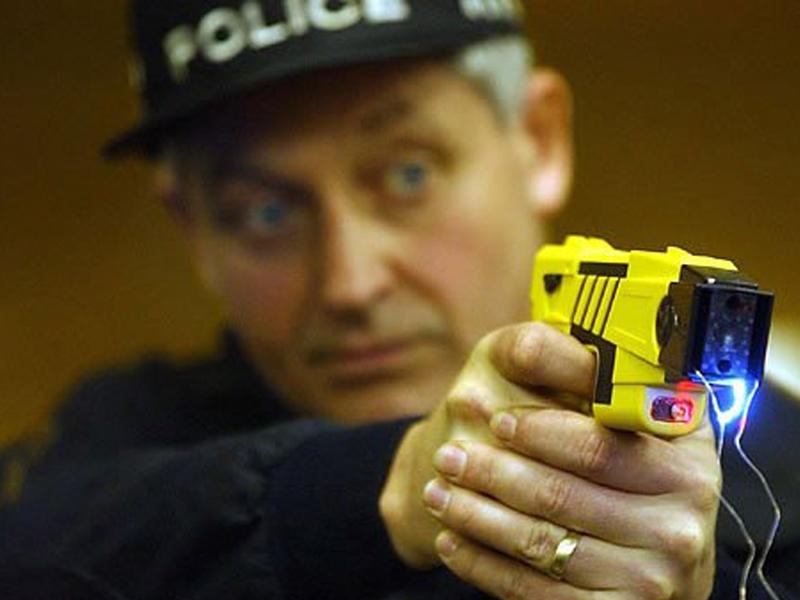Применение электрошокера полицией США
