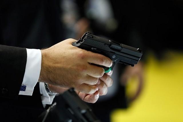 Телохранитель с оружием