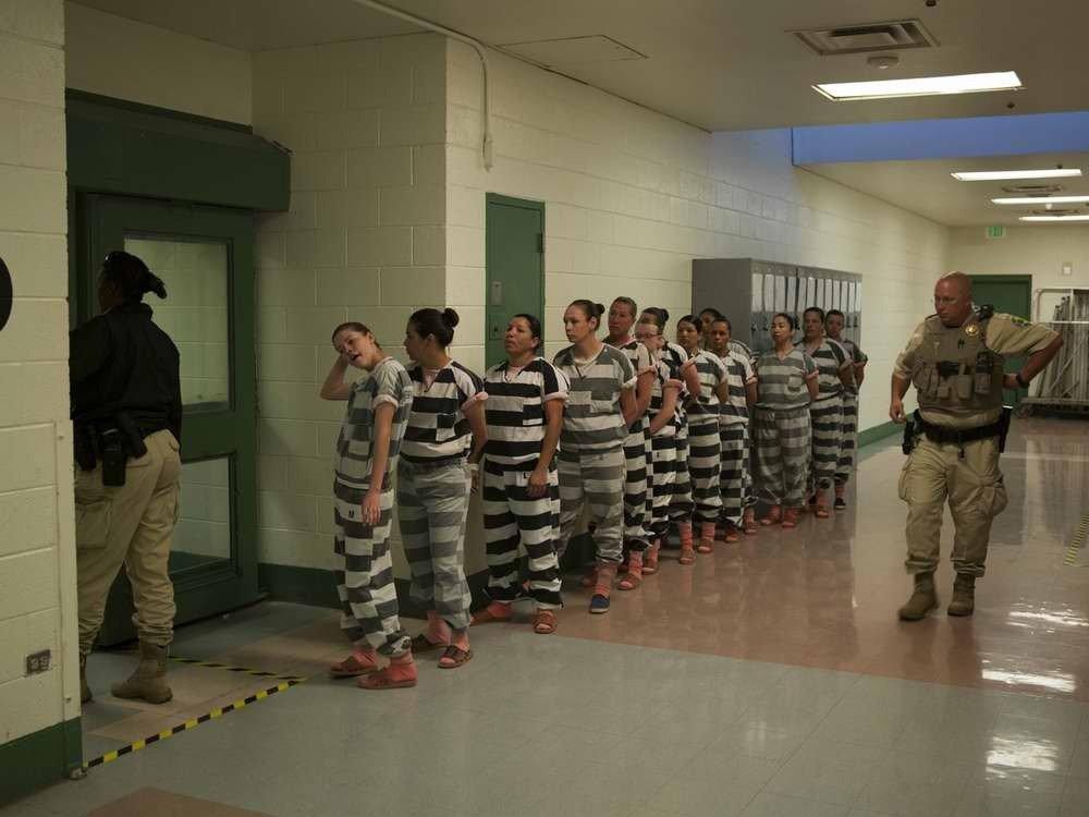 Заключенные в женской тюрьме