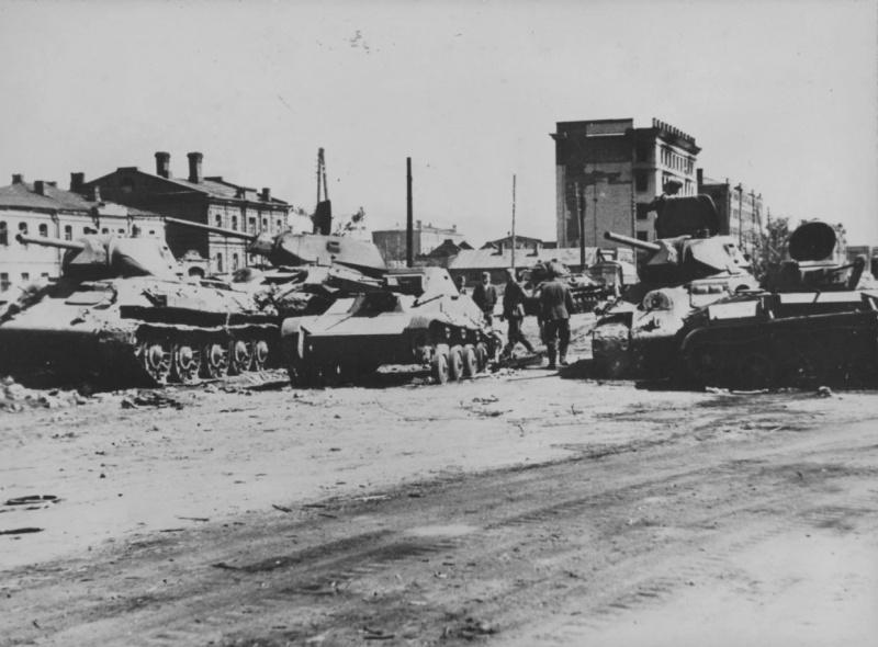 Разбитая техника в районе Барвенково