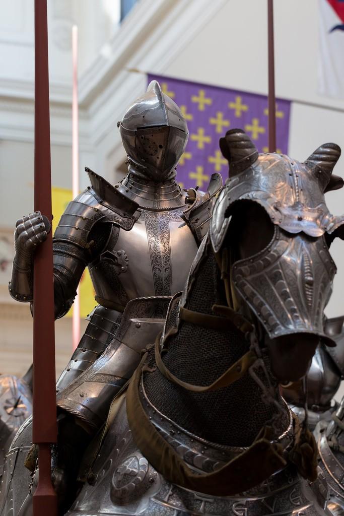 Конь и всадник, закованные в латы