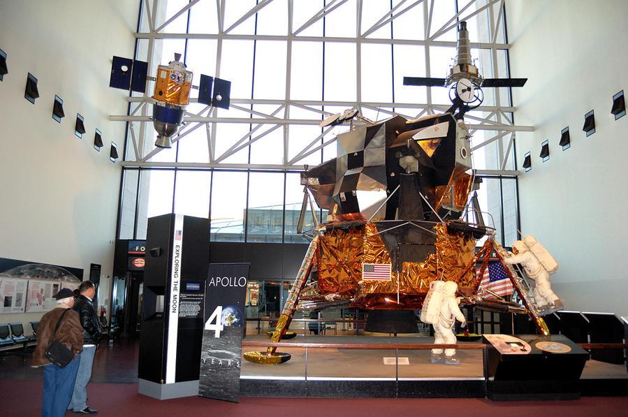 Американский лунный модуль в музее