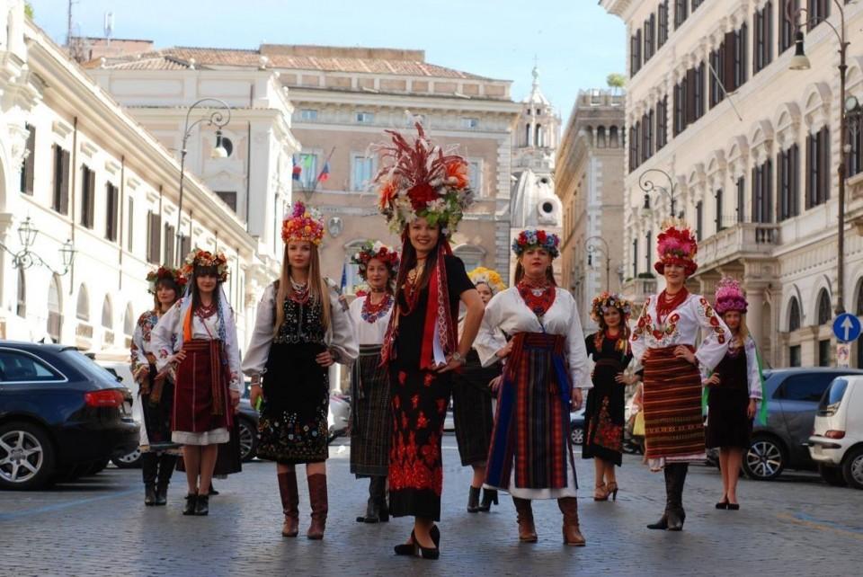 Украинки в традиционных нарядах