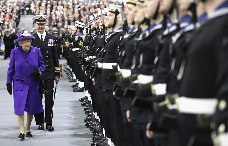 Королева и войска