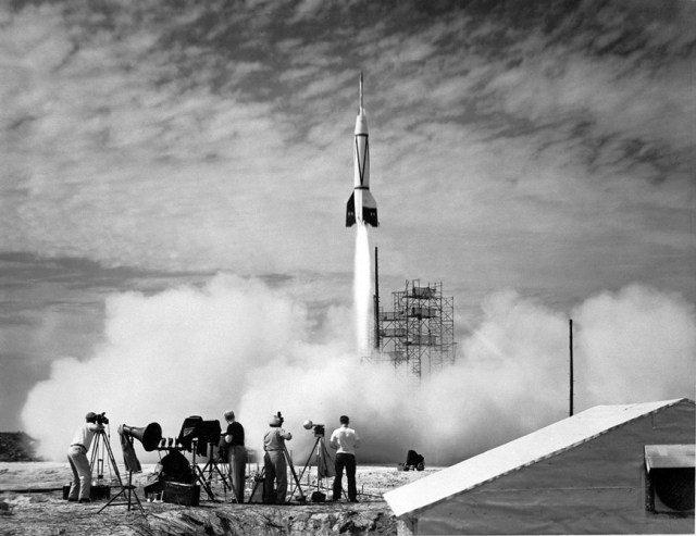 Первые ракетные запуски в США