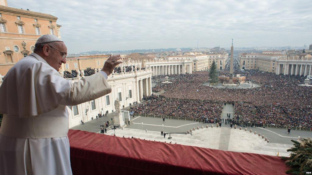 Папа римский на балконе