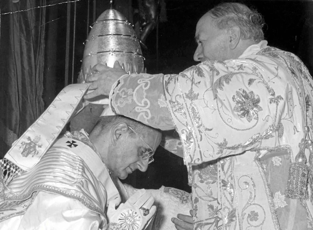 Папская коронация