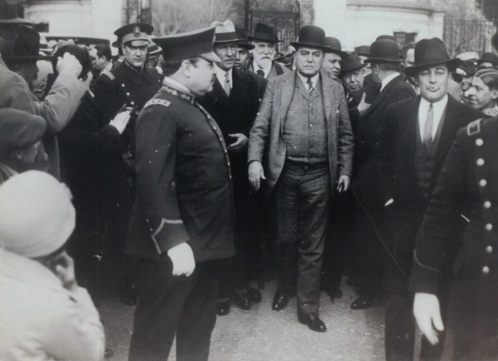 Президент Иригойен и мятежники