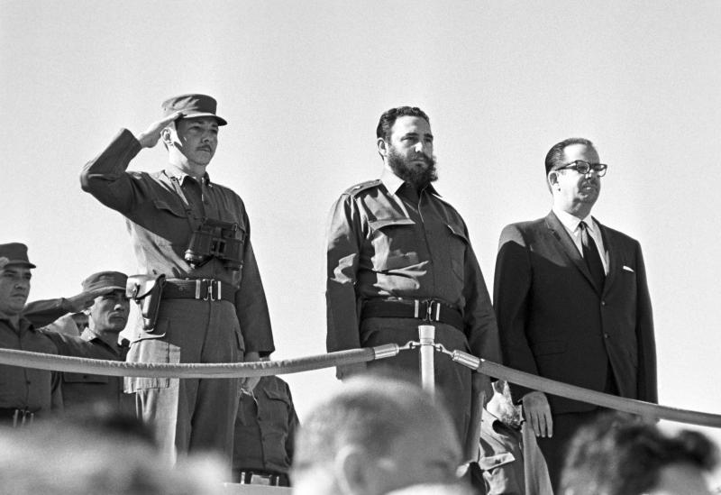 Рауль и Фидель Кастро с Освальдо Дортикос Торрадо