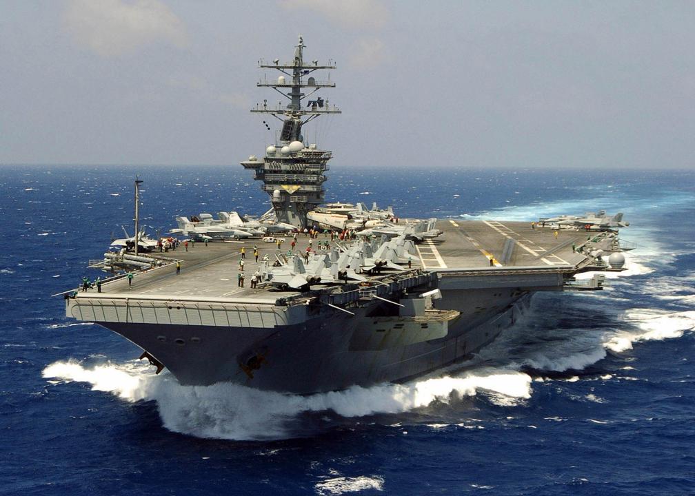 Дешевое оружие Китая и России угрожает авианосцам Запада