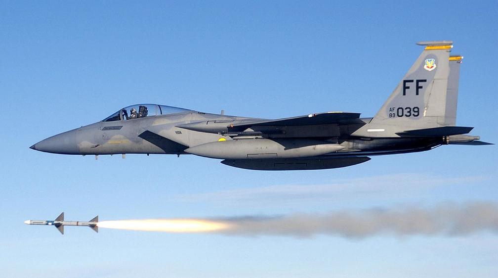 Американцы планируют превратить F-15 в «оруженосца» для истребителей пятого поколения