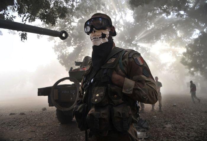Легионер в маске