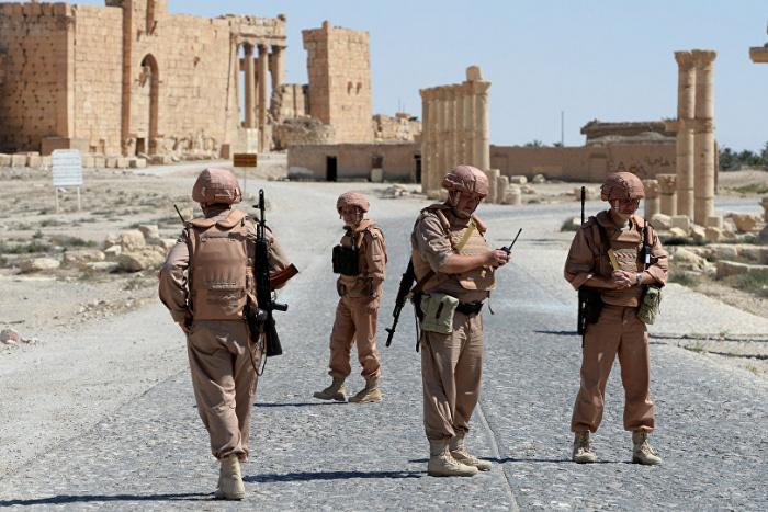 Солдаты в городе