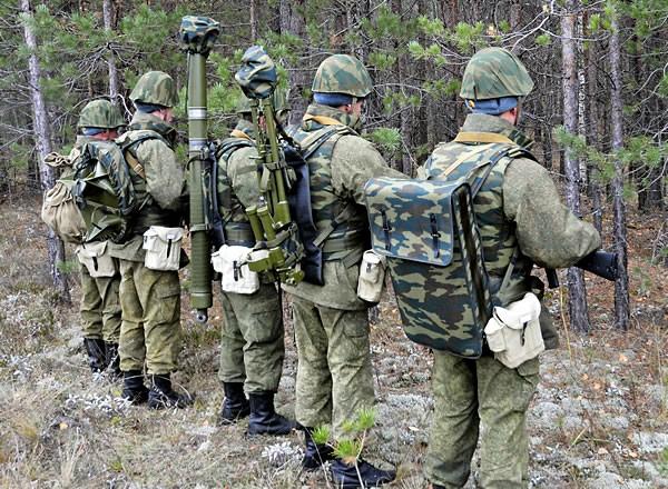 Солдаты, вооруженные 2Б25