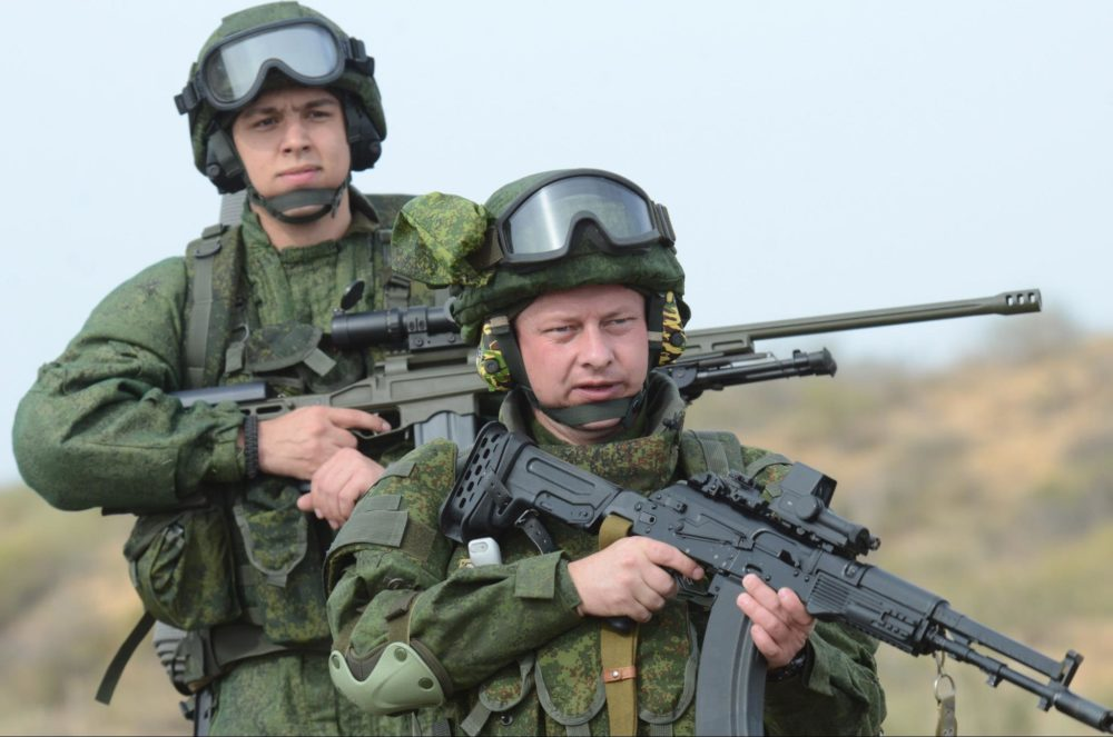 Военные в защитных очках