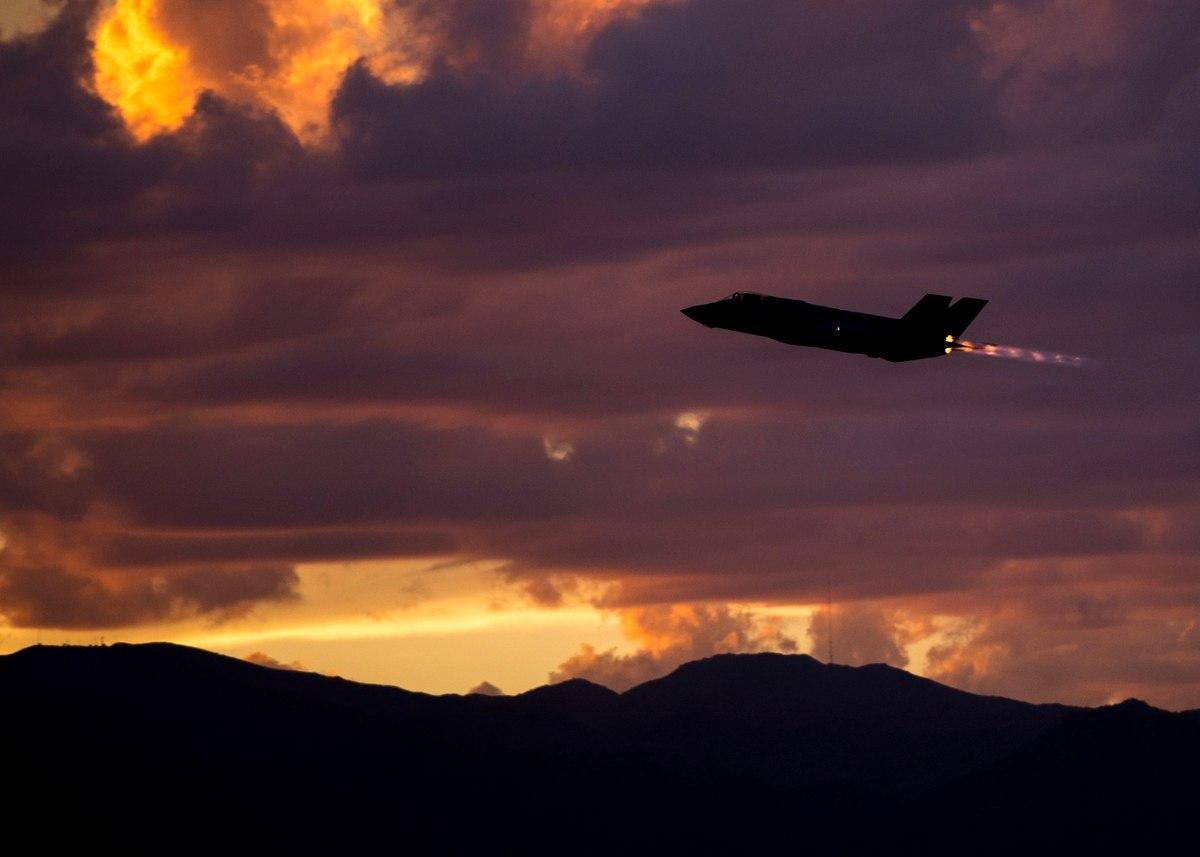F-35 на закате