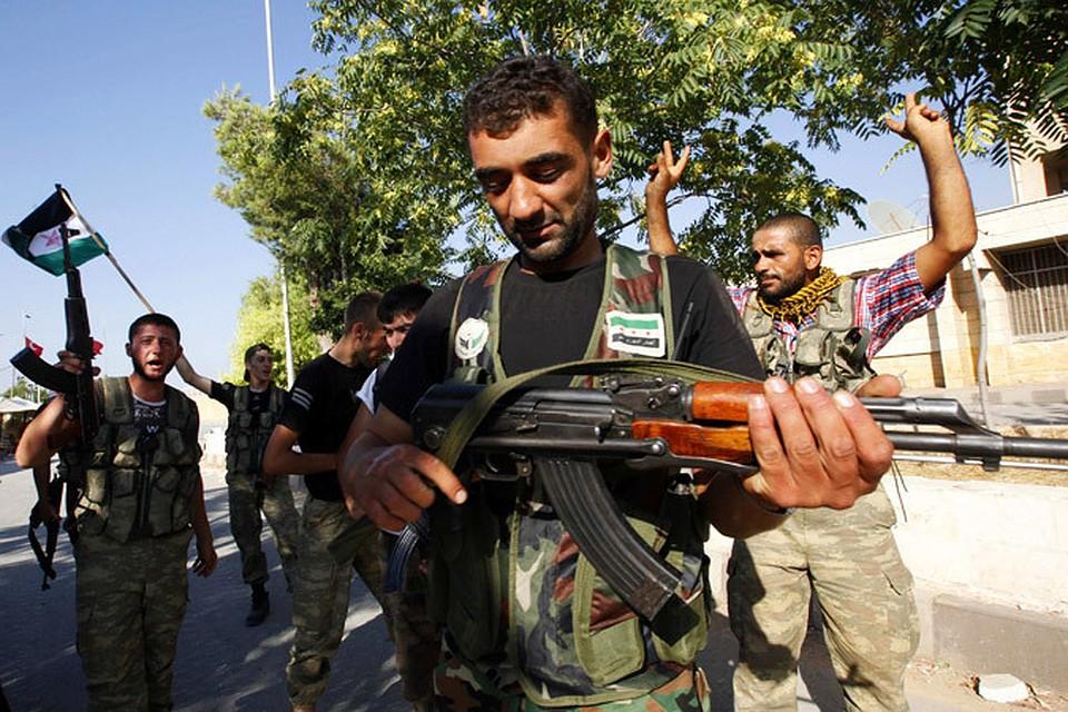 Сирийские боевики в Алеппо