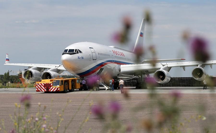 Ил-96 в аэропорту