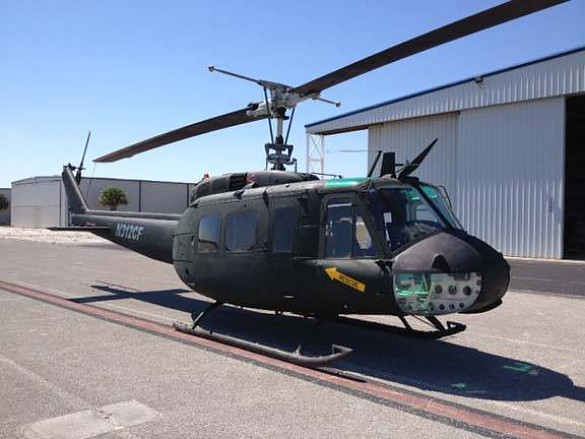 Bell UH-1 на аэродроме