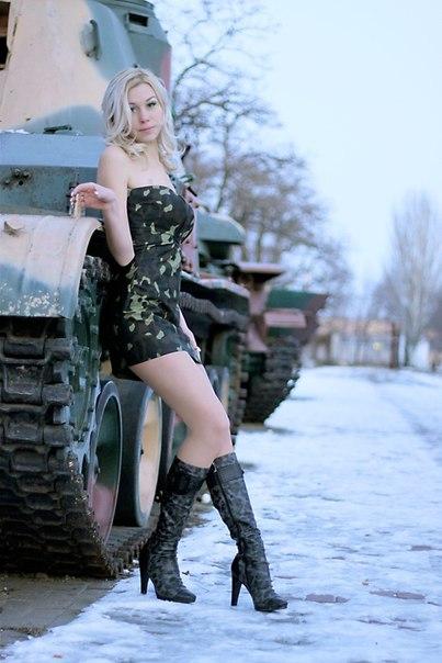оседлала блондинка на танке фото зал, людмила аркадьевна