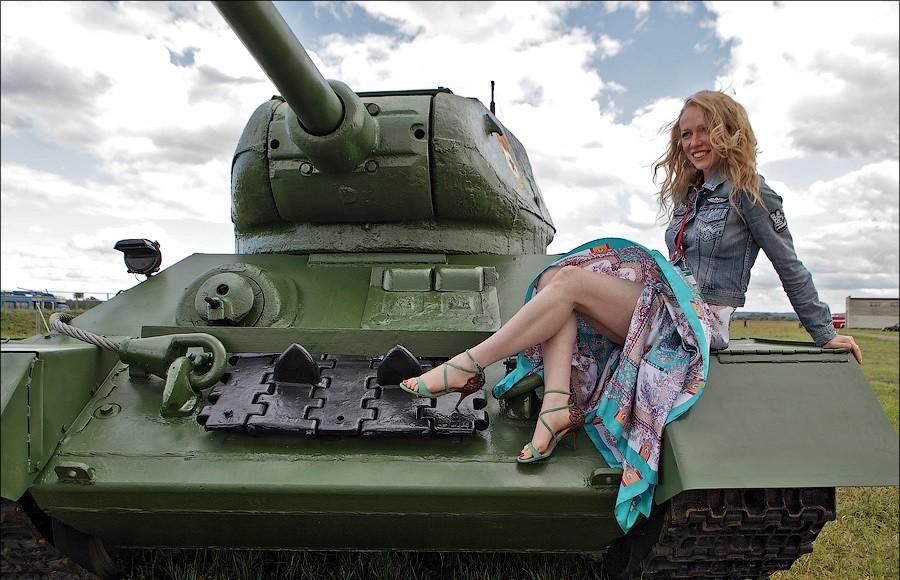 муж блондинка на танке фото стал