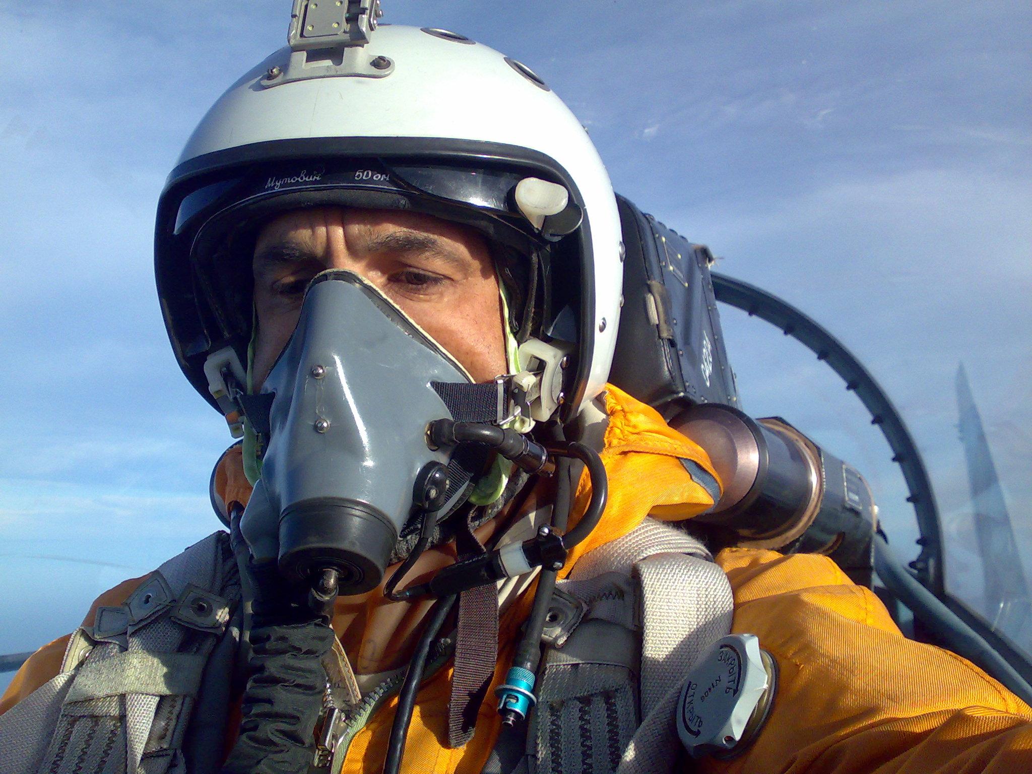 Летчик с дыхательным аппаратом