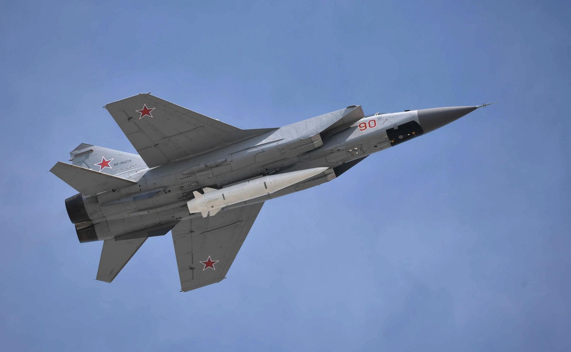"""МиГ-31 с """"Кинжалом"""""""