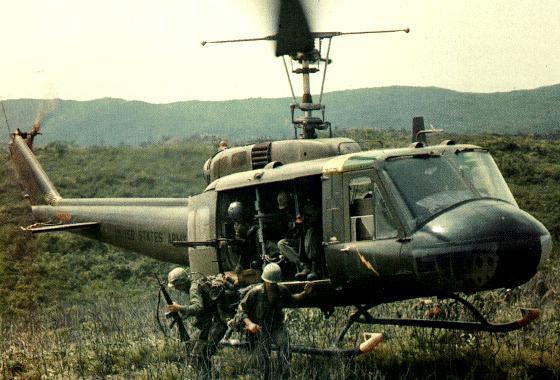 Высадка десанта из Bell UH-1