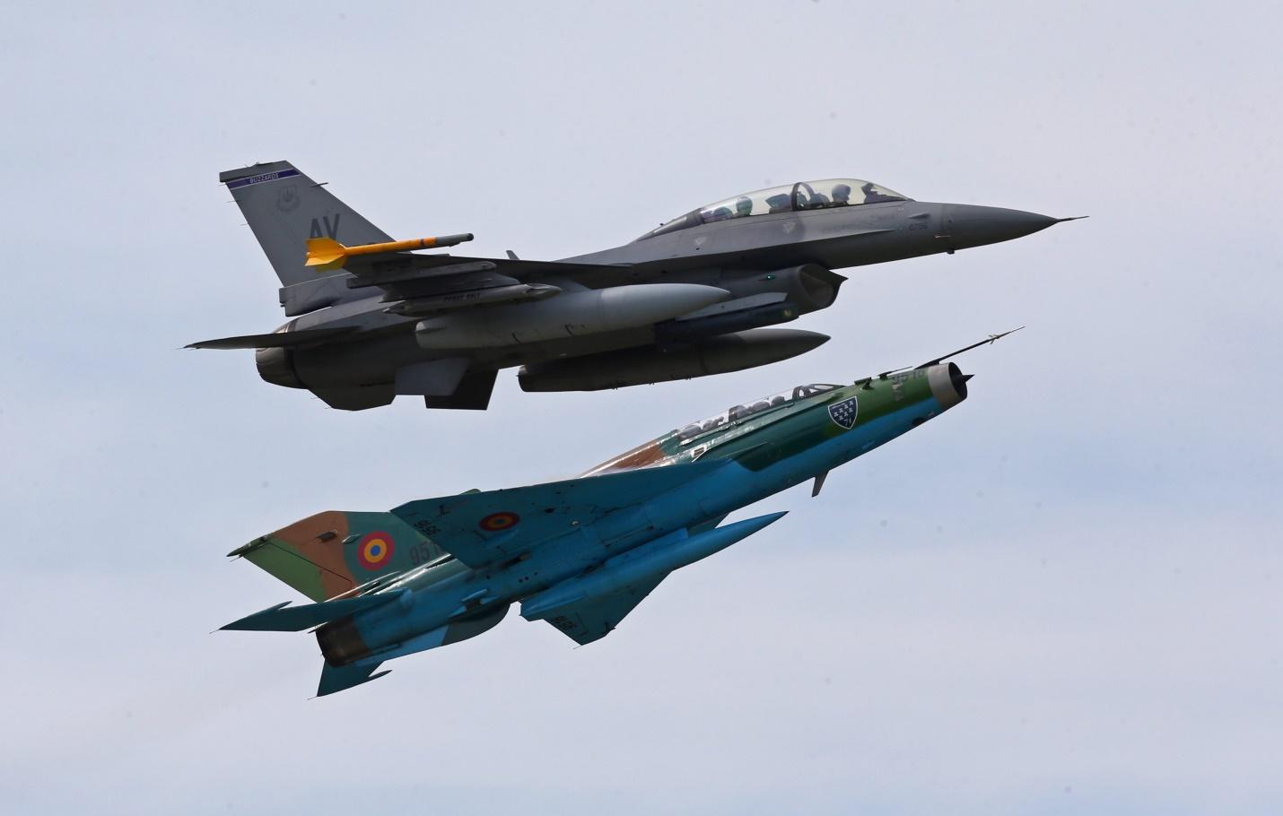 F-16 и МиГ-21