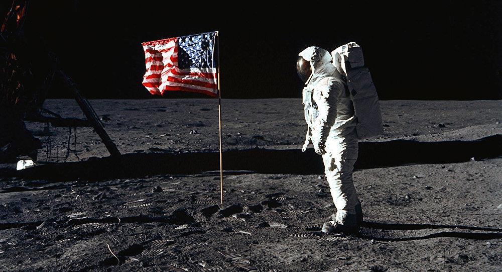 Армстронг на Луне