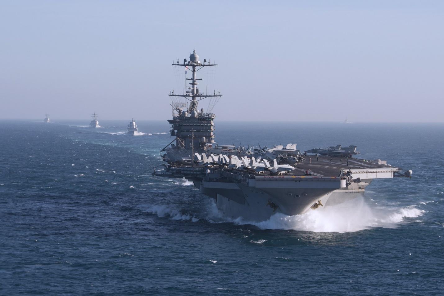 Авианосцы США в море