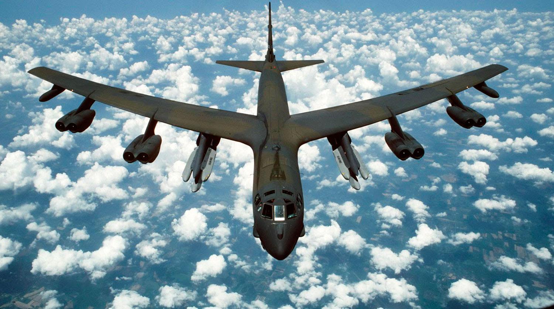 B-52 над облаками