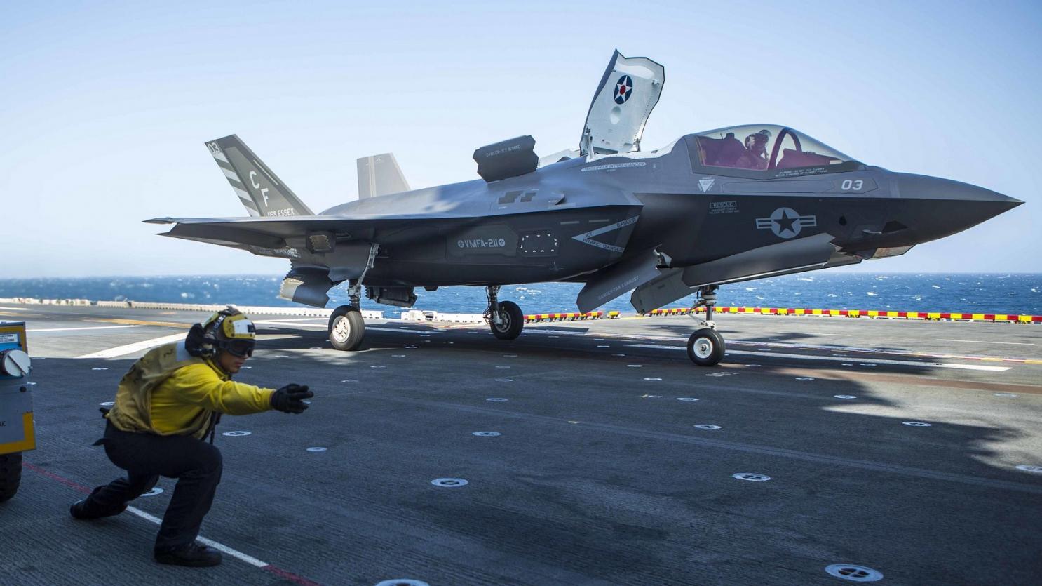 F-35 на палубе авианосца