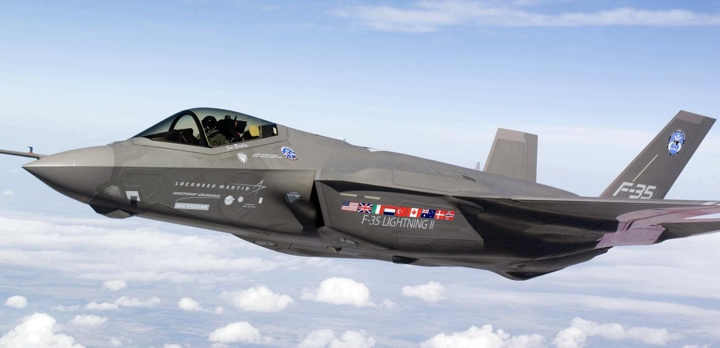 F-35 над облаками