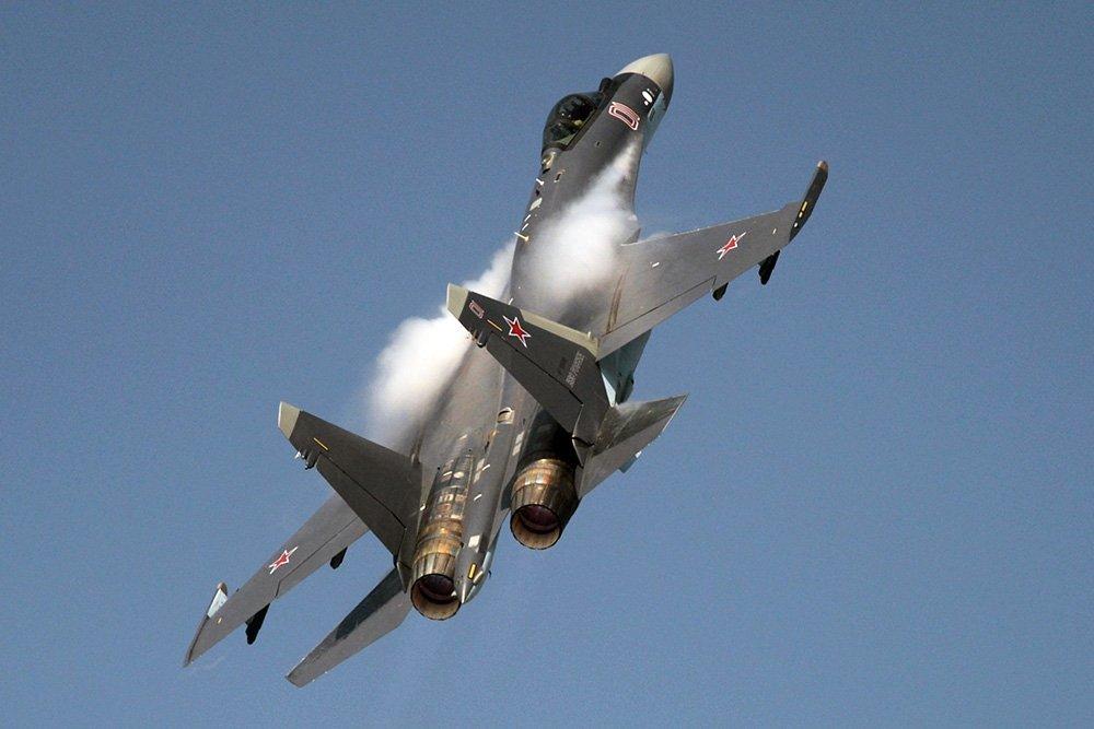 Летящий Су-35