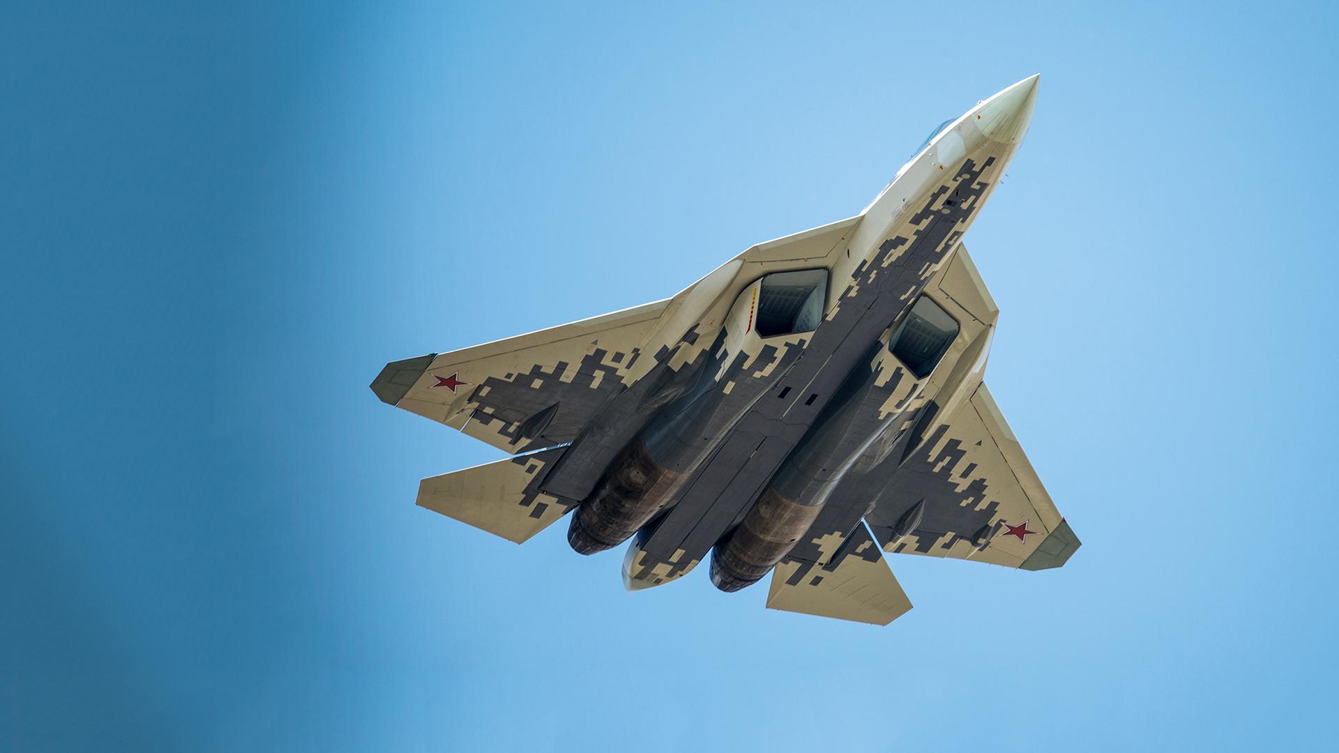Летящий Су-57