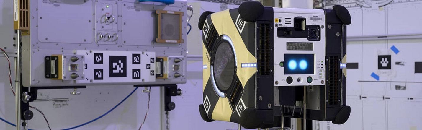 Робот-пчела на МКС