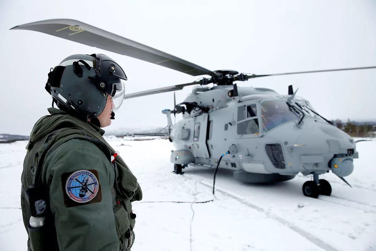 Вертолет НАТО в Арктике