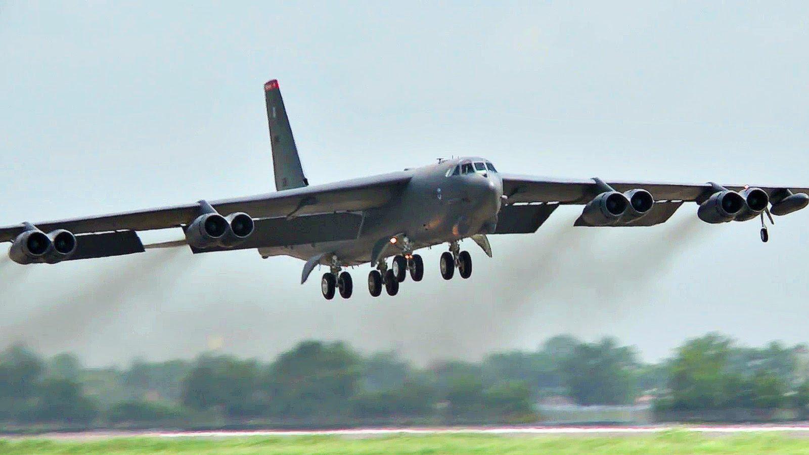 Взлет B-52