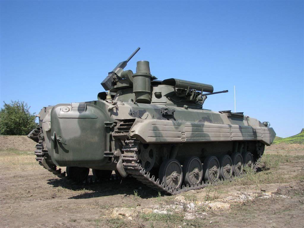 БМП-2М с открытым люком