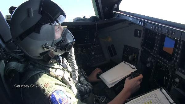 Кабина пилотов В-2А